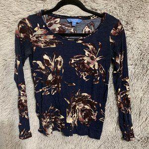 XS blue floral top